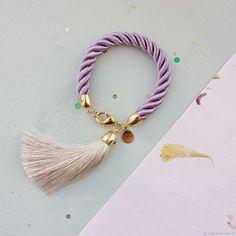 Купить Браслет на сатиновом шнуре с шелковой кистью - бледно-сиреневый, текстильный браслет, браслет на шнуре