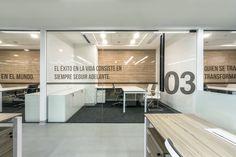 Imagen 3 de 16 de la galería de Oficinas Zilicom Group / TRU Arquitectos. Fotografía de Renzo Rebagliati