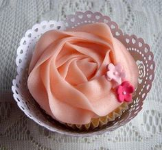 love the delicate cupcake holders