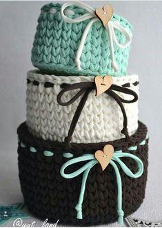 ideas crochet rug yarn trapillo for 2019 Crochet Bowl, Crochet Basket Pattern, Knit Basket, Crochet Crafts, Crochet Yarn, Crochet Projects, Crochet Baskets, Rope Basket, Basket Weaving