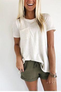 Yaza Hazır mısınız? Bayan Kısa Pantolon Kombinleri 2017 , Kısa Kot Şort Kombinleri En Yeni Trend Ünlülerin Kombinleri Herkes için moda önemli bir kavram olarak hayatlarda yer alır. Özellikle de güzel giyinmek, daha iyi bir hava yakalamak, ambiyans olarak hoş bir durumu yaşamak mutluluk vericidir. Bunun için de giyim kuşam ve aksesuar seçimleri her anlamda öne çıkarken, pek çok kimse için de moda tasarımların kullanılması ve buna göre bir kıyafet kombinasyonu yapılması öne çıkar. Son…