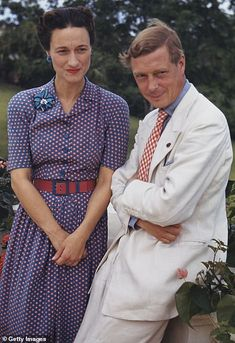 A lot can be said of Wallis Simpson, the Duchess of Windsor's relationships and, of course, her chic style. Wallis Simpson would have been the queen of England Wallis Simpson, Queen Mother, Queen Mary, Queen Elizabeth, Edward Viii, Reine Victoria, Isabel Ii, House Of Windsor, Elisabeth