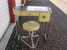 Vintage Royal Art Deco Manicure Table with Stool Chrome Vanity Nail Salon Furniture, Art Deco Furniture, Vintage Furniture, Art Deco Decor, Art Deco Design, Salon Design, Bauhaus, Art Nouveau, Vintage Nails