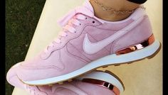Nike Internationalist SD pink shoe