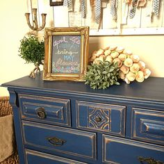 Image Only for Inspiration - Annie Sloan Chalk Paint Chalk Paint Dresser, Blue Chalk Paint, Chalk Paint Furniture, Furniture Projects, Chalk Painting, Refurbished Furniture, Furniture Makeover, Distressed Dresser, Blue Distressed Furniture