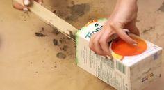 Elle ajoute du ciment dans un carton de jus, mais c'est dans la finition que sa création devient magnifique!