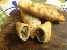 Sambusac Arabic Food, Cooking, Ethnic Recipes, Kitchen, Arabian Food, Cucina, Cucina, Kochen, Kitchens