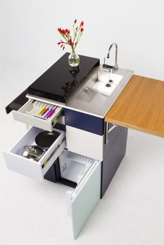 Designed for singles living alone, this ultra-compact modular kitchen takes up very little floor space and packs into four luggage-sized modules for moving.