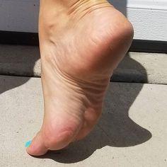 Nice Toes, Pretty Toes, Beautiful High Heels, Beautiful Toes, Feet Soles, Women's Feet, Girl Soles, Thighs Women, Foot Pics