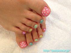Polka Dot pedi nail art design