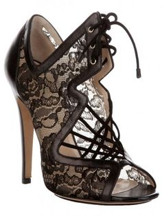 My Style: Nicholas Kirkwood Lace Heel. Hot Shoes, Crazy Shoes, Me Too Shoes, Leather And Lace, Black Leather, Nicholas Kirkwood, Mode Inspiration, Mode Style, Beautiful Shoes