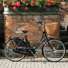 British-made Pashley Princess Sovereign 5-speed bicycle including basket