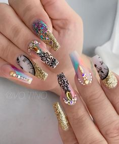 There are three kinds of fake nails which all come from the family of plastics. Acrylic nails are a liquid and powder mix. They are mixed in front of you and then they are brushed onto your nails and shaped. These nails are air dried. Bling Nails, Diy Nails, Swag Nails, Cute Nails, Manicure, Fabulous Nails, Gorgeous Nails, Stylish Nails, Trendy Nails