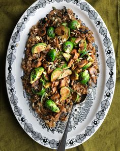 Ruissuurimosalaatti sienillä ja ruusukaaleilla | Rye salad with mushrooms and brussels sprouts | by Maikin mokomin