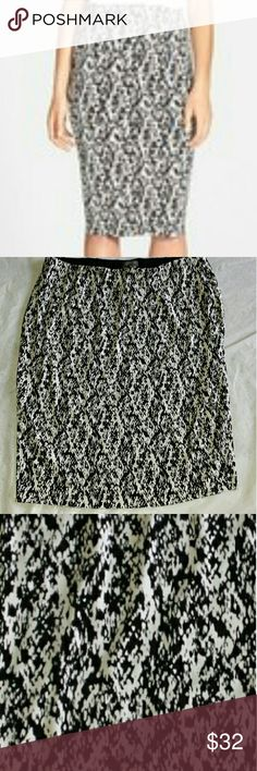 "Vince Camuto Print Skirt Elastic waist, lined. Only worn a couple times.  Waist unstretched 18 "" Length 26 "" Vince Camuto Skirts A-Line or Full"