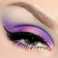 Colorful eyeshadows look