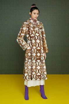 Fendi Pre-Fall 2019 Collection - Vogue. ~ETS #fendi