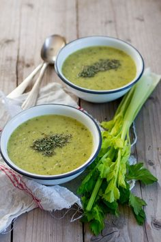 Mosterd-Courgettesoep Low Carb Soup Recipes, Veggie Recipes, Vegetarian Recipes, Healthy Recipes, Paleo Soup, Healthy Soup, Easy Cooking, Cooking Recipes, Lunch Restaurants