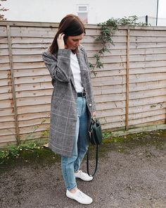 Checked coat. All the feels. Zara bag, Topshop jeans. High street style to the max | Hannah and The Blog