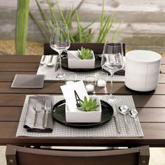 Shop Bento Square Soup Bowl Set of Go-to, go with everything dinnerware turns a corner in smart white stoneware. bento dinnerware is a exclusive. Appetizer Plates, Dinner Plates, Bento, R Cafe, Tealight Candle Holders, Glass Holders, Dinning Table, Deco Table, Flatware Set