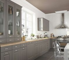 Cuisine Taupe Cuisine Taupe Comment Cuisine Intacresnte Cuisine with regard to Cuisine Taupe Et Bois Taupe Kitchen, Grey Kitchens, Home Kitchens, Kitchen Interior, Kitchen Decor, Kitchen Flooring, Kitchen Cabinets, Armoire Makeover, Mid Century Modern Kitchen