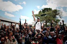 Making of >> Μια από τις πιo χαρούμενες μέρες μας! Ο Δημήτρης Ξενάκης στα γυρίσματα στο δημοτικό σχολείο του Churo. Φωτογραφία: Vicky Markolefa/ActionAid