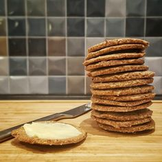 Low-carb kiks – bedre end digestive – Grill & Kokkerier - Tony Ball Lchf, Danish Food, Fodmap, Low Carb Recipes, Love Food, Tapas, Healthy Snacks, Food And Drink, Yummy Food