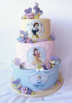 Pastel Colors Disney Princesses Cake by Sogni di Zucchero