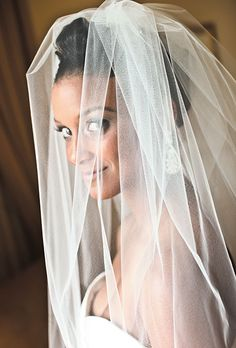 The bride wore a veil from Demetrios Bride. Photo: Liana Photography. #wedding #weddingveil