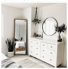 Simple Bedroom Decor, Room Ideas Bedroom, Trendy Bedroom, Home Bedroom, Ikea Bedroom, Simple Bedrooms, Decor Room, Bedroom Modern, Mirror Bedroom