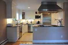 Traditional Kitchen kitchen peninsula +raised ranch Design Ideas, Pictures, Remodel and Decor