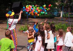 Uma boa equipe de recreação garante a diversão das crianças nas festas infantis, mas é preciso atenção a alguns detalhes antes de contratar os profissionais. Veja quais são eles e garanta a animação dos pequenos.