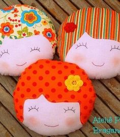Cute idea for a pillow Cute Pillows, Baby Pillows, Throw Pillows, Fabric Crafts, Sewing Crafts, Sewing Projects, Sewing Pillows, Fabric Dolls, Doll Face