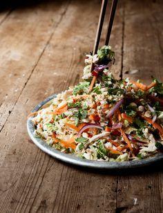 Den här salladen är så sjukt god. Som vanligt i det vietnamesiska köket finns en balans av de syrliga, söta, salta och kryddiga smakerna som harmoniseras så fint med de fräscha, krispiga...