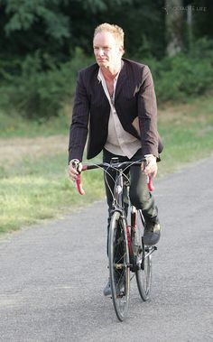 Sting rides a bike at the launch of his new farm shop 'Tenuta il Palagio', where he will be selling organic olive oil, wine and salami Bike Poster, Urban Bike, Cycle Chic, Qi Gong, Bike Rider, Bike Style, Bike Accessories, Kate Jackson, Cycling Bikes