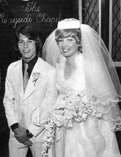 Andy Gibb married his girlfriend Kim Reeder in they were both 18 at the time. They had a daughter named Peta Jaye in 1978 and divorced soon after. Celebrity Wedding Photos, Celebrity Wedding Dresses, Celebrity Couples, Celebrity Weddings, Andy Gibb, Janis Joplin, Les Bee Gees, Brisbane, Isle Of Man