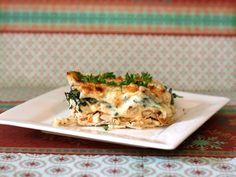 Lasagna de pollo queso mozarella, parmesano, ricota perejil, cebolla mediana, ajo, sal albahaca seca y oregano seco pollo pasta para lasagna 13x9 molde