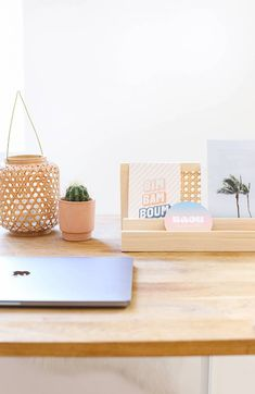 DIY organiseur de bureau en cannage // Hellø Blogzine - Blog déco Lifestyle - www.hello-hello.fr Diy Paper, Paper Crafts, Diy Rangement, Blog Deco, Diy Schmuck, Diy Home Decor, Diy Decoration, Paper Goods, Home