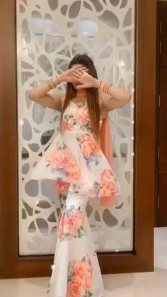 Asian Bridal Dresses, Party Wear Indian Dresses, Pakistani Dresses Casual, Designer Party Wear Dresses, Indian Gowns Dresses, Indian Fashion Dresses, Indian Designer Outfits, Bridal Outfits, Indian Outfits
