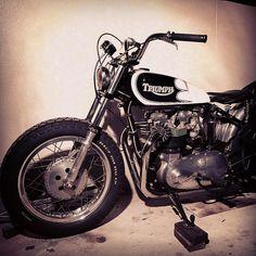 Good night. #triumph #thunderbird #6t #tr5 #t100 #t110 #t120 #tr6 #t140 #bonneville #amal #wassell #flanders #webco #ceriani #unity #bates #smiths #trackmaster #amalie #preunit #unit #motorcycle #rollingsmcs