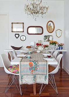 Dining Chair — 4 eames white shell chairs for one side of the dining table h x 22 d x w // dining room Mini Loft, Dining Room Inspiration, Interior Design Inspiration, Sala Vintage, Sweet Home, Happy House, Decoration, Home Kitchens, Home Furniture