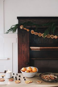 DIY Holiday Garland Decorating Ideas on a Budget - Onechitecture Hygge Christmas, Noel Christmas, Little Christmas, Winter Christmas, Winter Holidays, Xmas, Christmas Oranges, Winter Diy, Seasonal Decor
