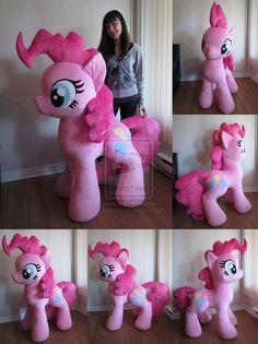 Giant Pinkie plush by *MagnaStorm. I want it but Pinkie Pie is kinda creepy. My Little Pony Party, My Lil Pony, Suspension Diy Luminaire, Felt Crafts, Diy And Crafts, Little Poney, Pinkie Pie, My Little Pony Friendship, Rainbow Dash