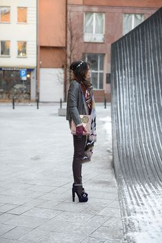 Całość-LIYA, Szal-ZARA, Buty-CASADEI, Kolczyki, opaska-THOMAS,Kosmetyki, pudełko-BENEFIT Zara, Winter Jackets, Fashion, Moda, Fashion Styles, Fashion Illustrations, Fashion Models, Winter Coats