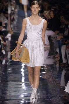 Prada Spring 2006 Ready-to-Wear Fashion Show - Sasha Pivovarova
