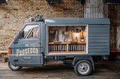 The Bubble Bros Prosecco Van is a 3-wheeled Piaggio Ape that has been lovingly converted into a sparkling wine bar and Prosecco wagon.