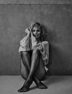 Eva Herzigova Simmers In Sensual Luxury By Chris Colls In Vogue Poland April 2018 - Super models Fashion Photography Poses, Boudoir Photography, Portrait Photography, Photography Women, Vogue Photography, Studio Photography Poses, Photography Office, Pinterest Photography, Photography Hashtags