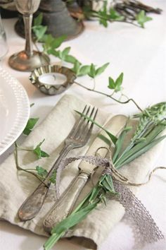 How Herb Back Garden Kits Can Get Your New Passion Started Off Instantly Green Ivy Cottage Dresser La Table, Romantic Table Setting, Woodlands Cottage, Vibeke Design, Deco Nature, Living Magazine, Deco Table, Decoration Table, Shades Of Green