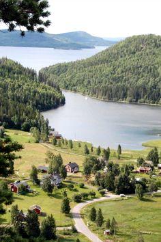 Het dorpje Kramfors in Zweden. Met een huurauto kun je zulke dorpjes makkelijk zelf ontdekken.