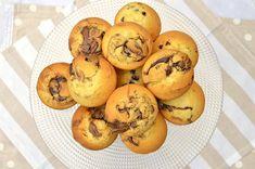 I muffin mascarpone e nutella Bimby sono soffici e golosi. Senza lievito, la ricetta è facile e veloce e buona per merenda e colazione
